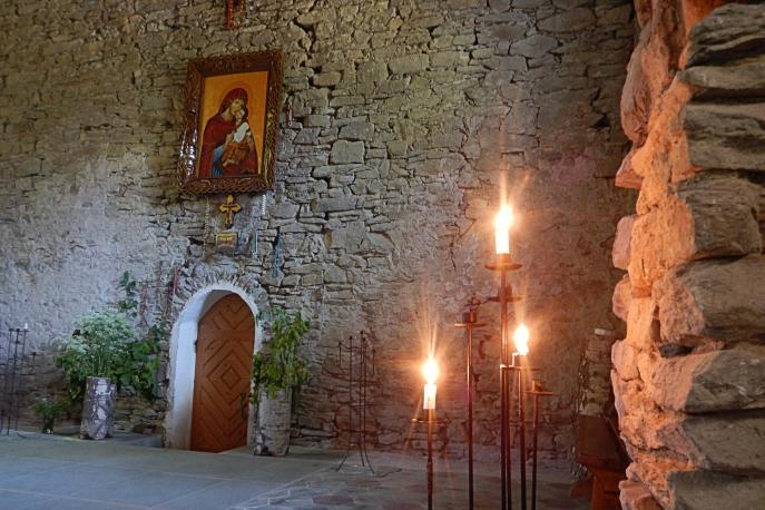 Cerkiew w Lopience i swiece. Bieszczady z jaktoblisko.com