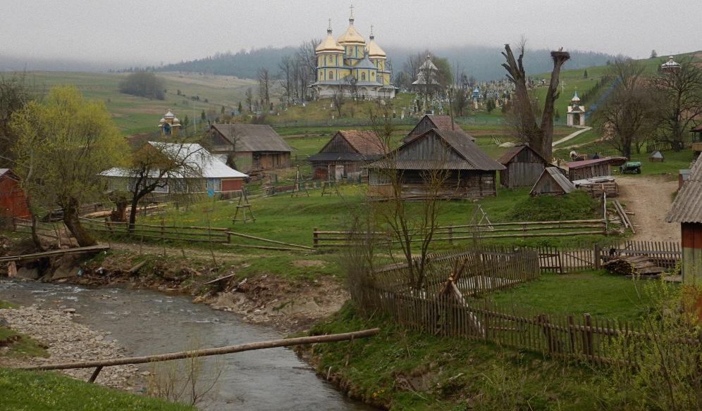 Cerkiew pw. św. Michała Archanioła - Libuchora, nad potokiem
