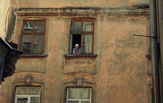 Starsza pani w oknie - Lwów
